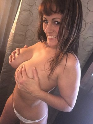 Amanda milf independent escort in Palestine and sex dating